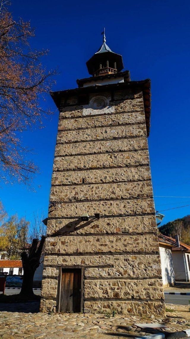 Етрополе - часовникова кула, смятана за една от най-старите в България